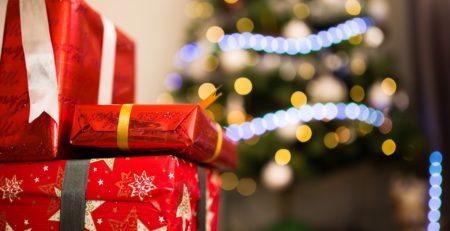 Cadeaux au pied du sapin de Noël