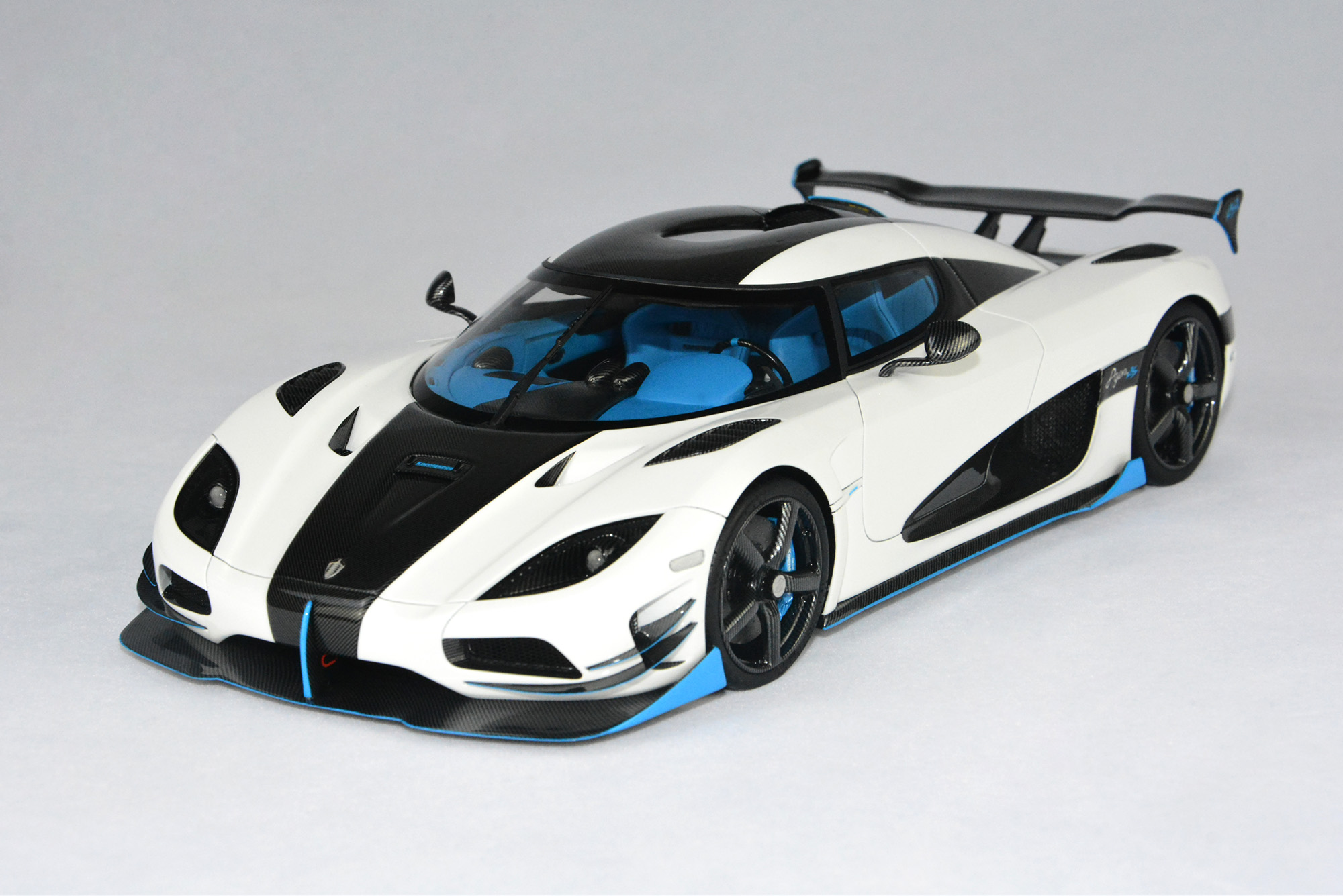 la nouvelle koenigsegg agera rs1 d voil e au new york auto show. Black Bedroom Furniture Sets. Home Design Ideas
