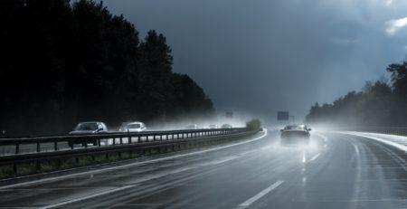 Les techniques de pilotage pour conduire sous la pluie
