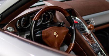 Intérieur d'une Porsche Carrera pour illustrer l'article sur les origines de Porsche